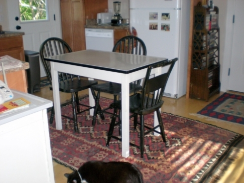 enamel top table and farm chairs